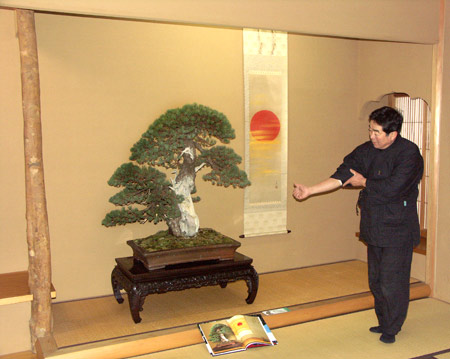 Kunio Kobayashi explaining pine bonsai