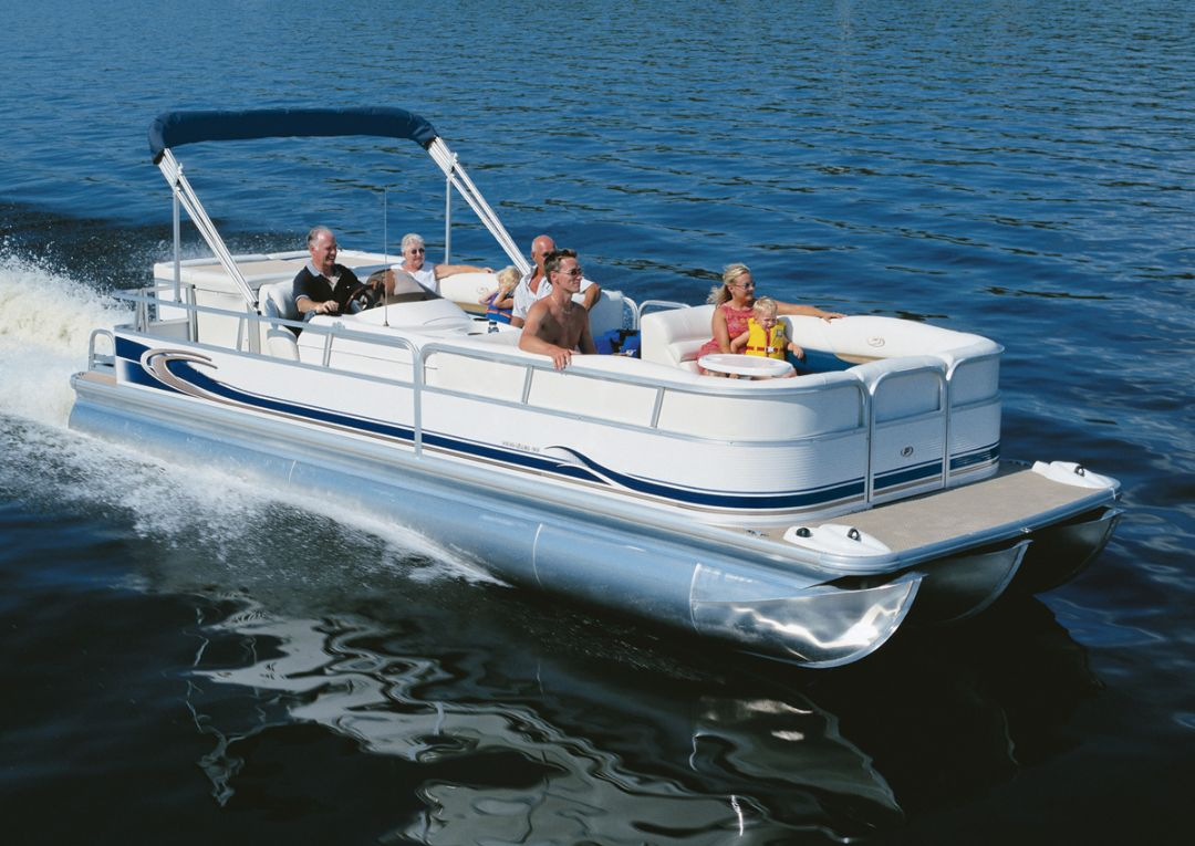 Pontoon boat with underwater cabin
